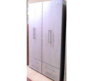 Gardróbszekrény (a képen a jobboldalon levő, méret:200x120x52cm, 62.400,-Ft)