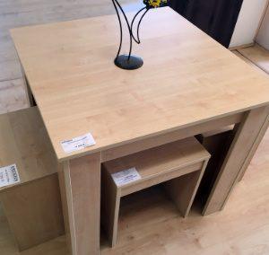 Étkezőgarnitúra (1db asztal + 4db ülőke, méret: 85x85cm, 43.880,-Ft)
