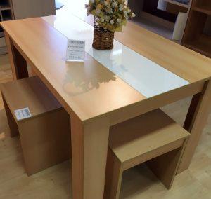 Étkezőgarnitúra (1db asztal + 4db ülőke, méret: 120x85cm, 54.160,-Ft)