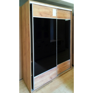 Gardróbszekrény tükörfényes akril betéttel (méret: 200x160x62cm, 246.500,-Ft)